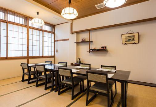 全席テーブル椅子|魚時会館おさかな亭